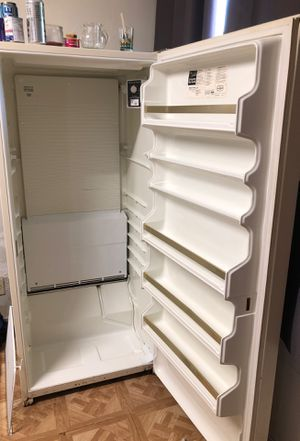Deep freezer do have the shelves for Sale in Oakland, CA