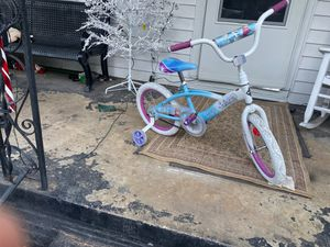 Girl bike almost new size 16inch for Sale in Columbia, SC