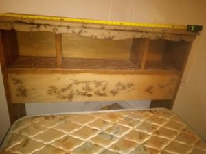 Single bed w frame and mattress for Sale in Swannanoa, NC