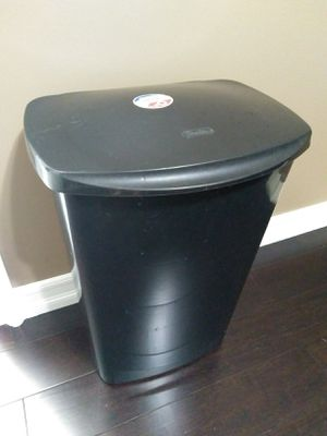 11.4 gal. Kitchen Trash can for Sale in Fountain Valley, CA
