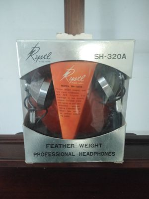 RYSTL SH-320A FEATHER WEIGHT PROFESSIONAL Headphones for Sale in Miami, FL