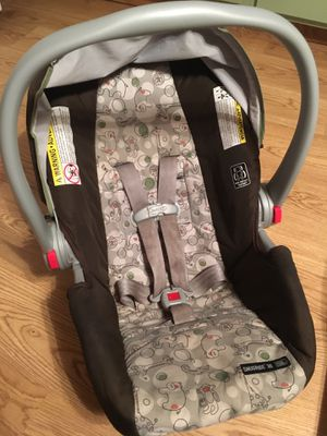 Graco 30 Snugride Click Connect infant car seat for Sale in Horseheads, NY
