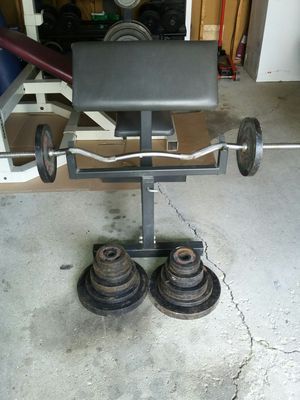 Curling bench (preacher bench) curling bar clamps and 150 pounds of weights for Sale in Berkeley, IL