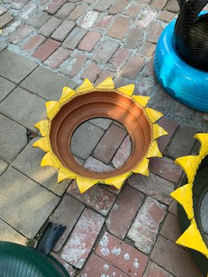 Small sunflower pot for Sale in Claremont, CA