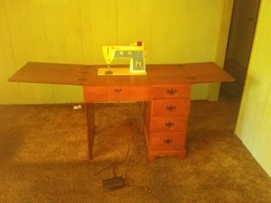 Sewing machine for Sale in Camden, AR