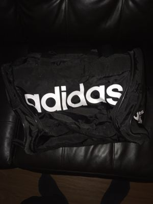 Adidas duffle bag for Sale in Oakland Park, FL