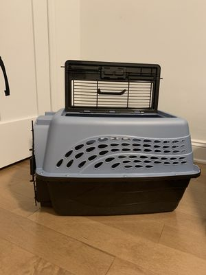 2-Door Hard Kennel (24L x 16W x 14H) for Sale in New York, NY