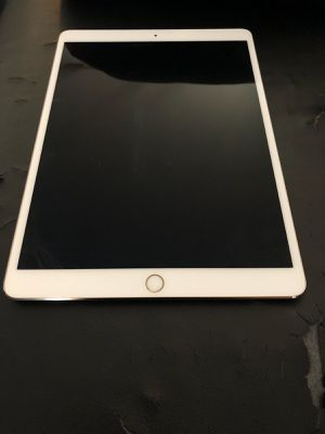 iPad Pro 10.5 inch256 gig unlocked cell n WiFi for Sale in Tustin, CA