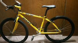 Mountain bike Giant frame size small 26 in wheel adult for Sale in Gig Harbor, WA