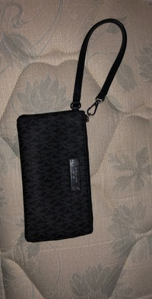 BEAUTIFUL AUTHENTIC MICHAEL KORS REAL BAG PURSE WRISTLET WALLET for Sale in Hickory Hills, IL