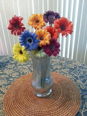 Pretty mirrored vase in excellent condition flowers not included for Sale in San Diego, CA