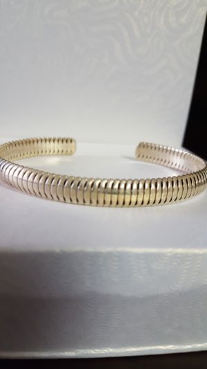 Precious solid vintage bracelet 14.89grs. Beautiful antique jewelry solid and thick. Nice design. for Sale in Fort Mitchell, KY