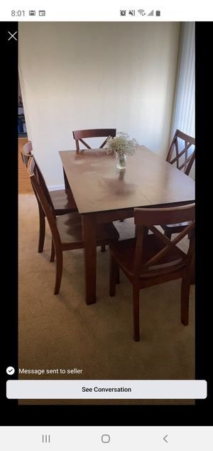 Dinning set spots on top for Sale in Hayward, CA