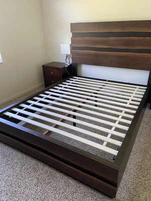 Queen bed frame, coffee brown for Sale in Boca Raton, FL