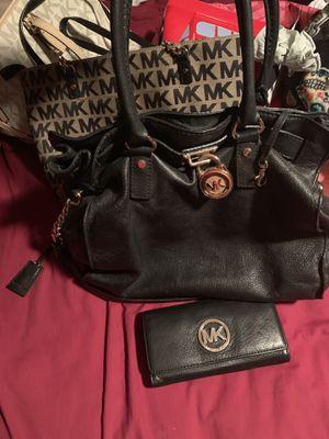 Micheal kors purse & wallet for Sale in Wahneta, FL