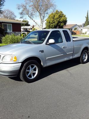 2001 Ford f150 xlt extend cab 5.4 v8 very clean for Sale in Bellflower, CA