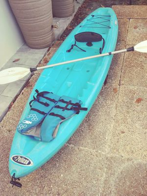 Kayak with paddle and life vest. for Sale in Hollywood, FL