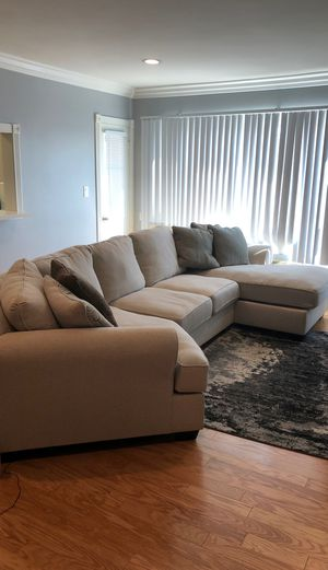 Sectional sofa with chase lounge for Sale in Los Angeles, CA