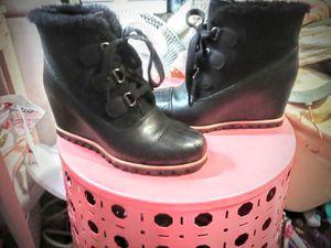 UGG rain boots size 7 for Sale in Mountlake Terrace, WA