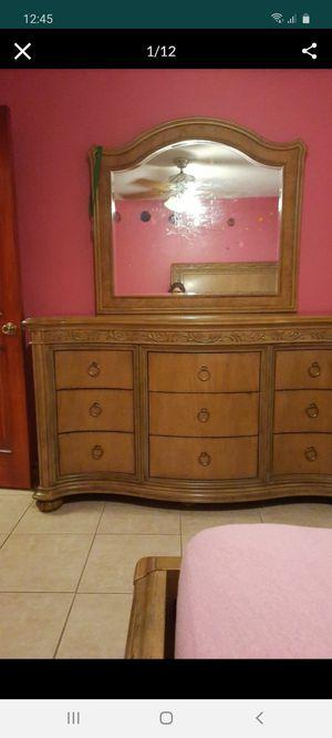 Queen bedroom from el dorado for Sale in Loxahatchee, FL
