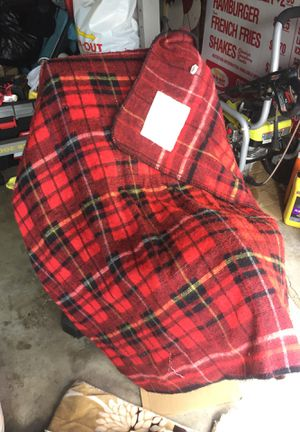 Electric throw blanket checkered pattern for Sale in Los Angeles, CA