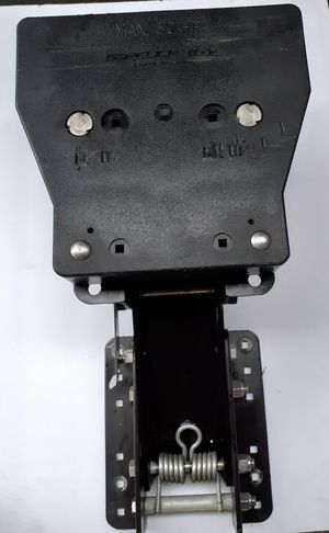 KICKER BRACKET, Heavy Duty Outboard Motor lifting bracket rated to 30hp for Sale in Lynnwood, WA