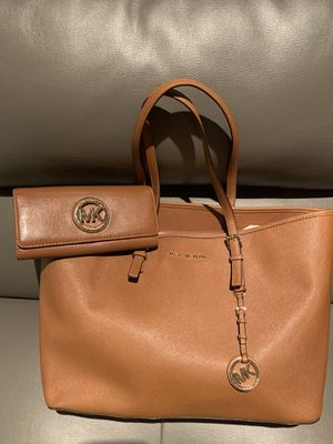 Authentic Used Michael Kors Purse n Matching Wallet for Sale in Baltimore, MD