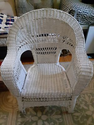 White vintage wicker chair for Sale in Oshkosh, WI