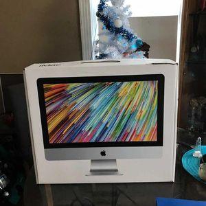 Mac Book 21 Inch for Sale in Atlanta, GA