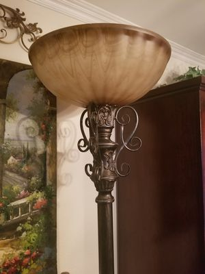 Beautiful floor lamp for Sale in Loma Linda, CA