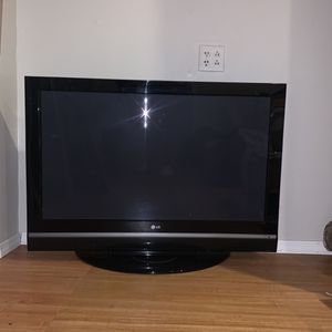 "LG 42"" Flatscreen Smart Tv for Sale in Passaic, NJ"