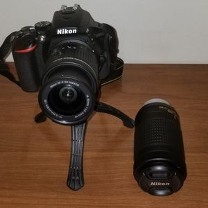 9/10 Condition NIKON D5600 for Sale in Queens, NY