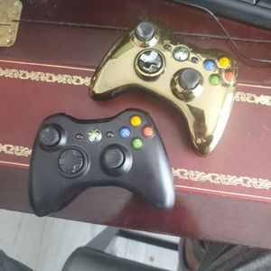 XBOX 360 REMOTE CONTROLLERS 1 GOLD SPECIAL EDITION for Sale in Miami, FL