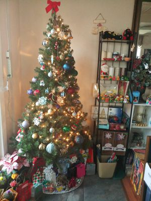 Beautiful lighted Christmas tree for Sale in Everett, WA