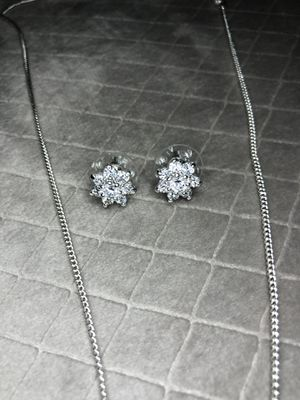 Flower earrings and necklace diamond for Sale in Tamarac, FL