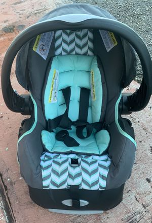 Baby car seat for Sale in Miami Gardens, FL