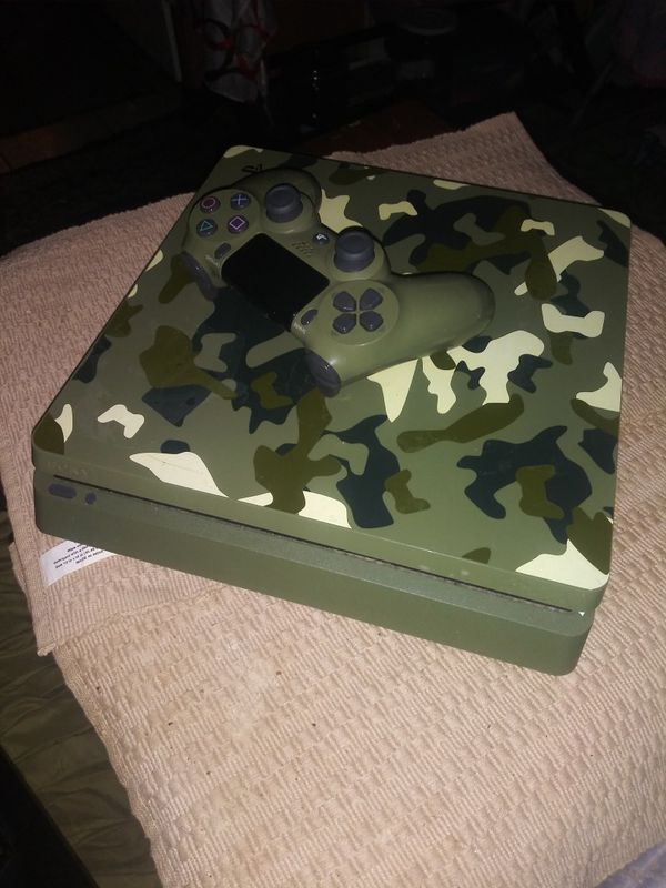 Playstation 4 Slim Camouflage with Turtle Beach Stealth 400 Bluetooth headset
