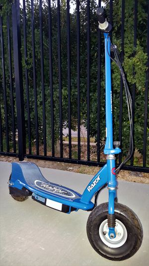 RAZOR E300 SCOOTER w/ (2) NEW 12V (24V) Batteries + Charger VG Condition for Sale in Addison, TX