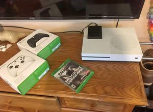 Xbox one S Bundle for Sale in Brooklyn, OH