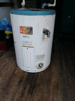 Hot water heater for Sale in Waverly, TN