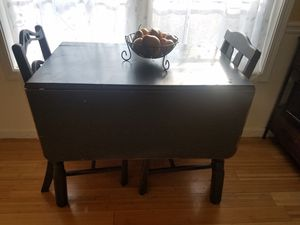 Drop leaf table and chairs for Sale in Alamo, GA