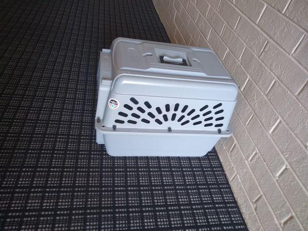 Medium size pet crate