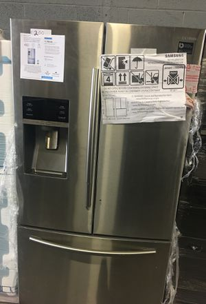 SAMSUNG 28.7 cu ft French door refrigerator with dual ice maker for Sale in Lorton, VA