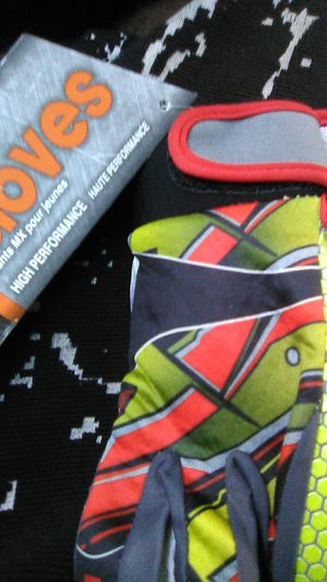 Mx gloves yl for Sale in Long Beach, CA