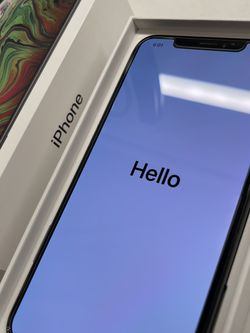 Apple iPhone XS MAX 256 GIG UNLOCKED W/extras for Sale in Lake Stevens,  WA