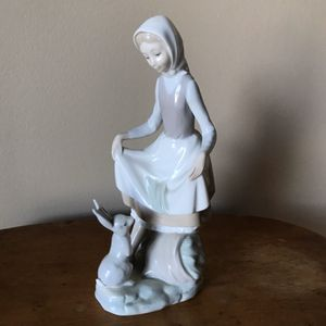 Lladro Girl with Rabbit Food Figurine for Sale in Barrington, IL