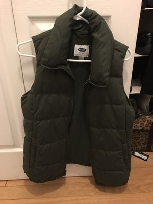 Old Navy Puffer Vest Women's Size M for Sale in Arlington, VA