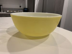 Pyrex - large yellow mixing bowl for Sale in Seattle, WA