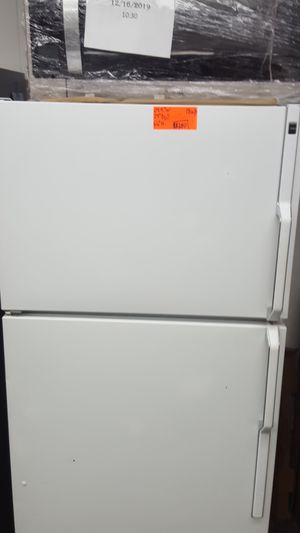 Hotpoint top freezer refrigerator for Sale in Beaverton, OR