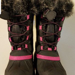 Snow Girl Boots Size 9 for Sale in Santa Ana, CA